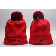 Шапка Nike белая красная полностью с балабоном