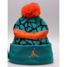 Шапка Air Jordan с помпоном оранжевым