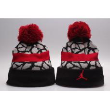 Шапка Air Jordan с помпоном черная с красным