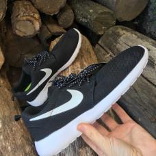 Новые кроссовки Nike Roshe Run с распаровкой в размерах