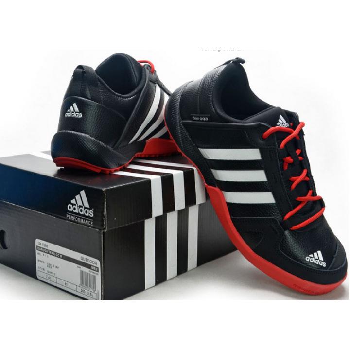 Кроссовки Adidas Daroga черные с красным