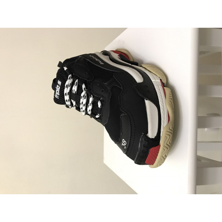 Модные кроссовки Balenciaga Triple S Black White Red